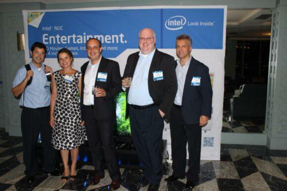 Intel lanza para toda América Latina el NUC: un equipo que cabe en la palma de la mano y brinda a los usuarios un alto poder de procesamiento